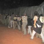 03LLEGADA A LA PLAYA DE MORRUNGULO, SACANDO EL CAMION DE MATERIAL ATASCADO EN LA ARENA (1)