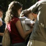 ENTREGA DE MATERIAL A LOS PARTICIPANTES EN LA EXPEDICION (2)