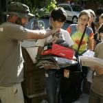 ENTREGA DE MATERIAL A LOS PARTICIPANTES EN LA EXPEDICION (5)