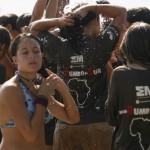 NAVEGANDO POR EL RIO NIGER DE SEGOU A MOPTI  DUCHA IMPROVISADA EN EL BARCO