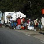 Terremoto en Haiti.  Reparto de agua potable por parte de las Naciones Unidas