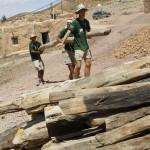 Transportando troncos para una construccion en Tatouine