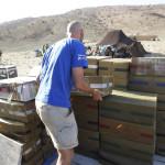 Descargando el camion de material