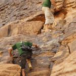 Telmo Aldaz y el camara de la expedicion en la pared de Immaouine