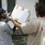 Terremoto en Haiti.  Entrega de medicinas a un dispensario de Les Cayes